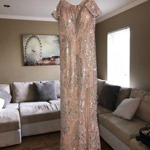 Dresses & Skirts - Super cute formal dress